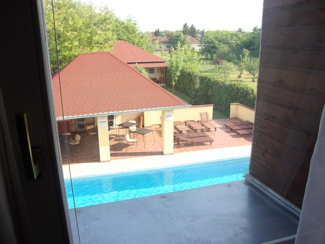 Vila Stars apartman 2 pogled na bazen